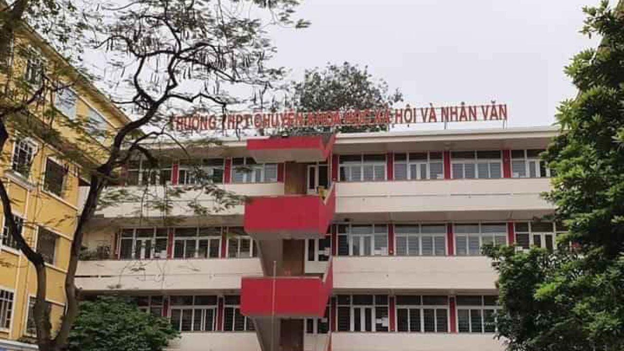 Trường chuyên Khoa học Xã hội và Nhân văn tuyển học sinh